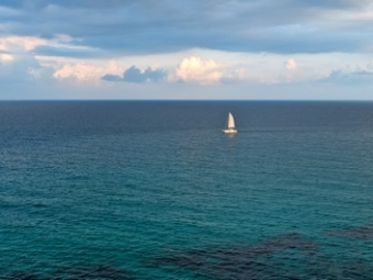 sailboat-on-the-sea-N8WATP5