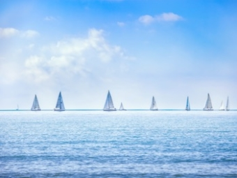 sailing-boat-yacht-regatta-race-on-sea-or-ocean-PV2J7CT